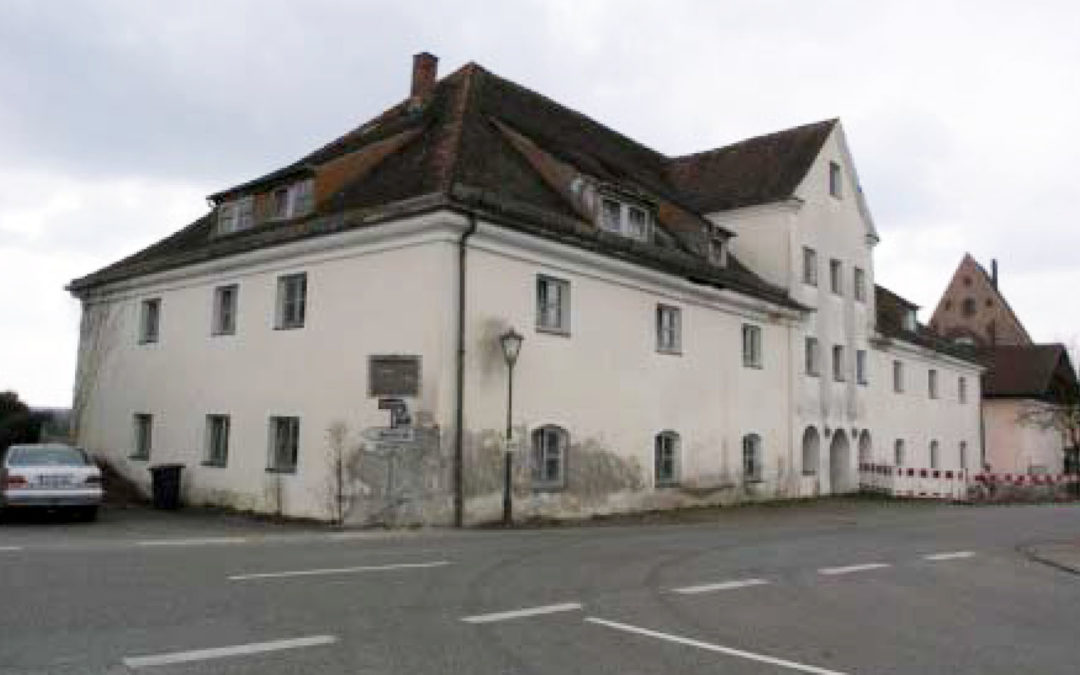 Denkmalgeschütztes 8-10 Mehrfamilienhaus mit Baugenehmigung